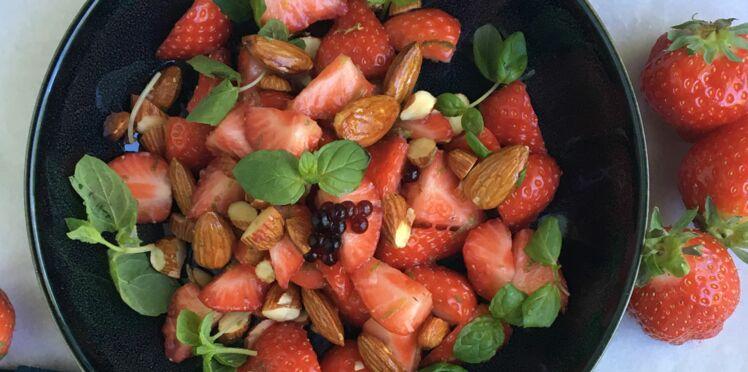 Salade de fraises aux basilic, amandes et balsamique