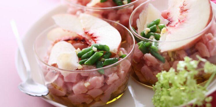 Tartare de veau, amandes fraîches, jus de pêche blanche
