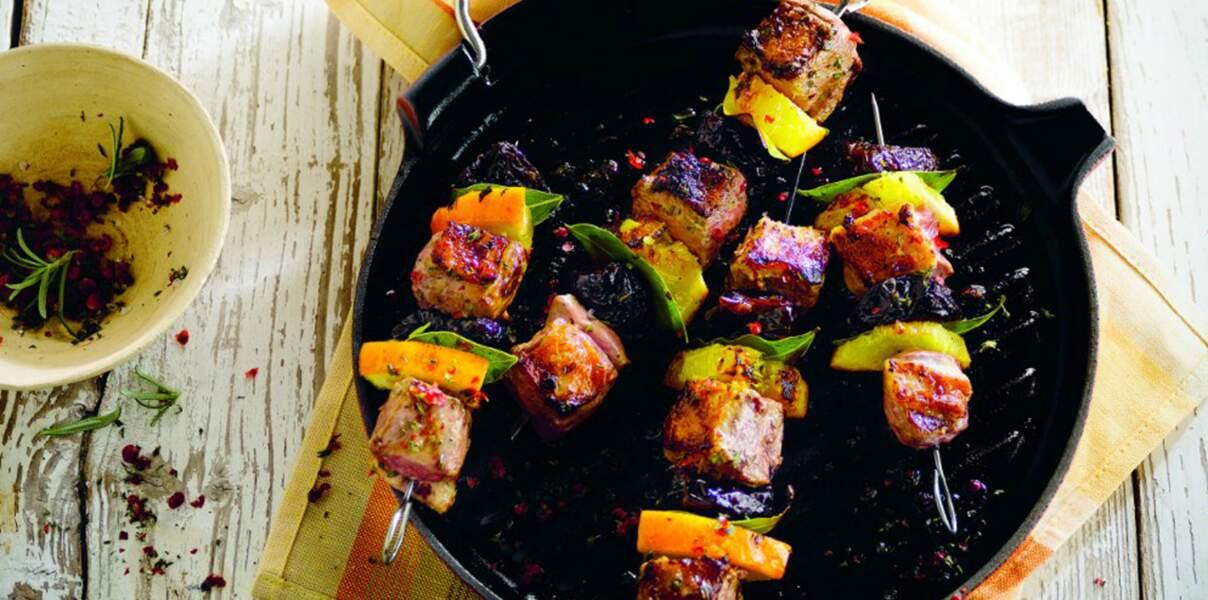 Brochettes de canard, prune et orange
