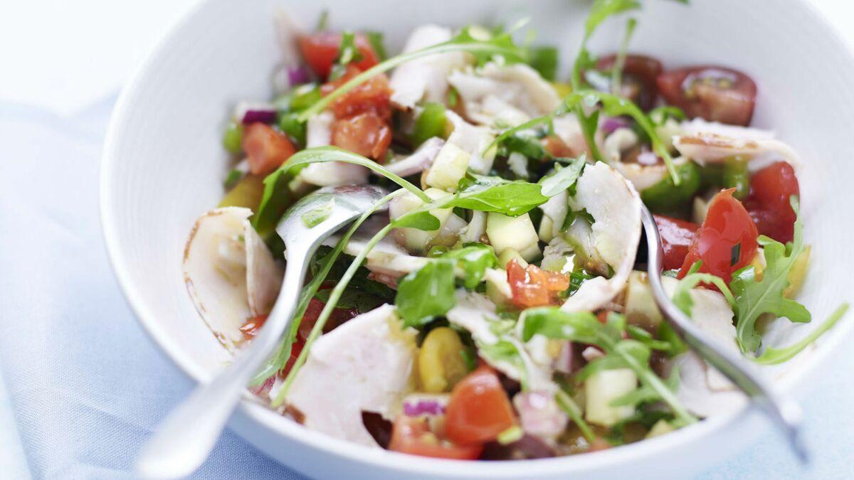 Salade aux fines herbes et chiffonnades de poulet