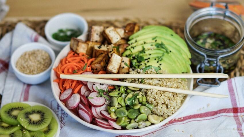 Healthy bowl au quinoa, fèves et avocat