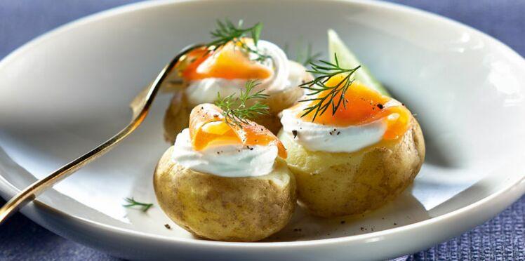 Pommes de terre bonnotte en chantilly de chèvre et lanières de truite fumée