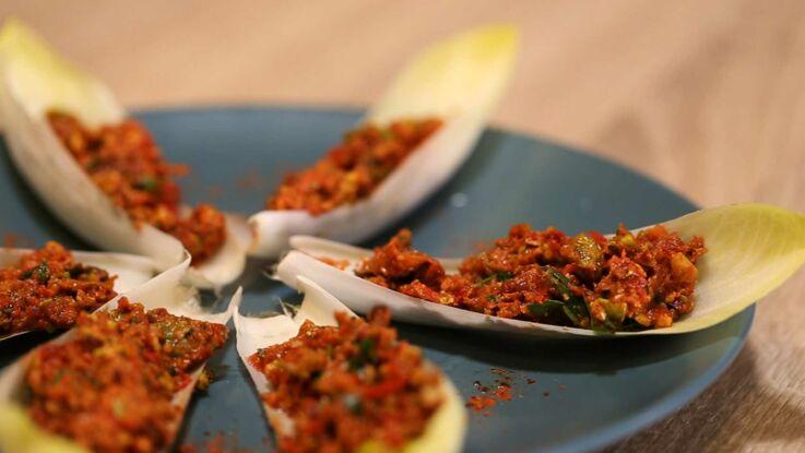 Raw food : barquettes d'endives au pesto de pistaches et tomates confites