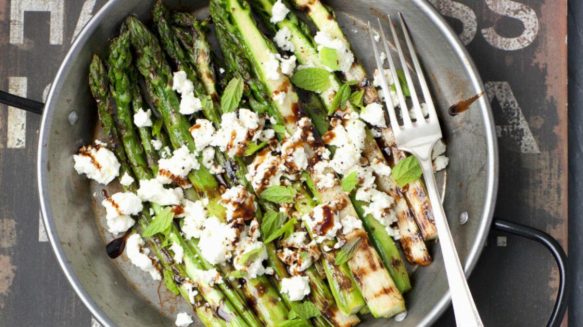 Salade d'asperges vertes à la feta et au basilic