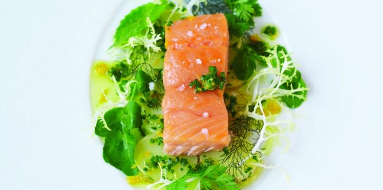 Saumon sur salade tiède de pommes de terre et Salsa Verde