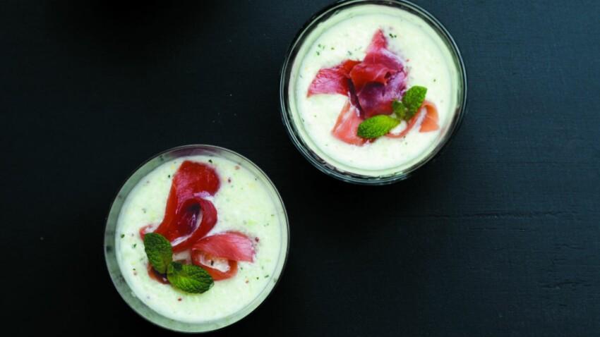 Smoothie glacé de concombre et chiffonnade de jambon