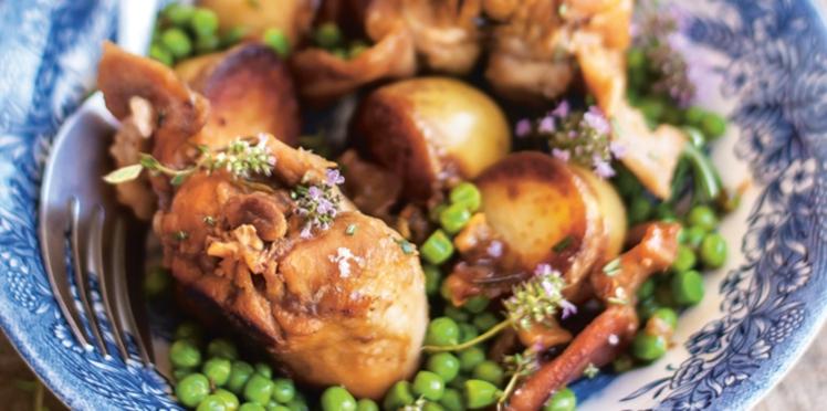 Lapin rôti aux petits pois et pommes de terre nouvelles