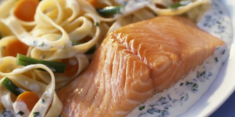 Saumon frais aux tagliatelles et petits légumes