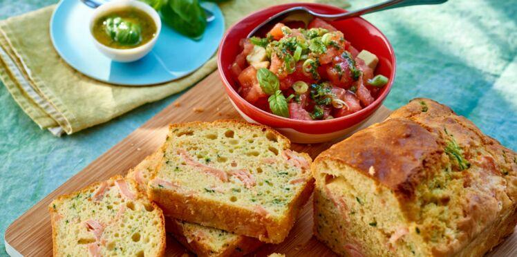 Cake au saumon frais et courgettes, salade de tomates façon tartare