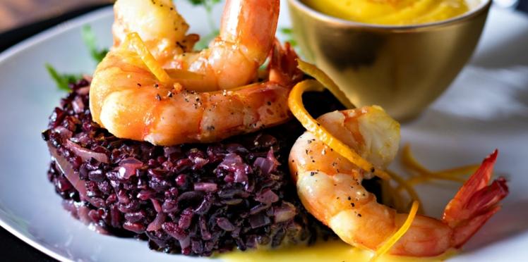 Risotto de riz noir aux gambas, orange et safran