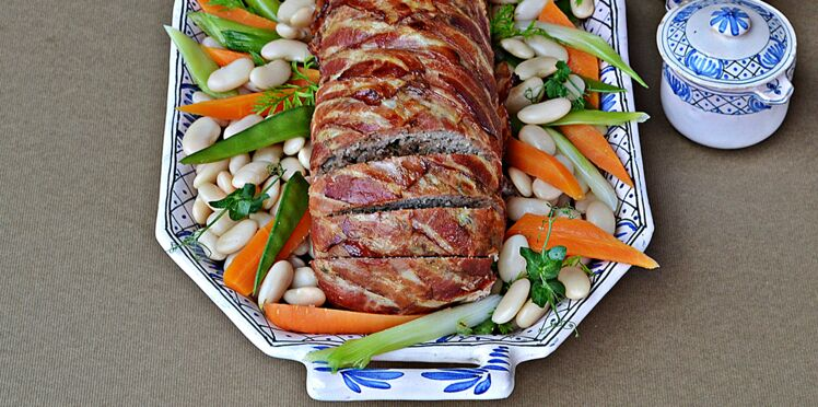 Pain de viande d'agneau, haricots tarbais et petits légumes