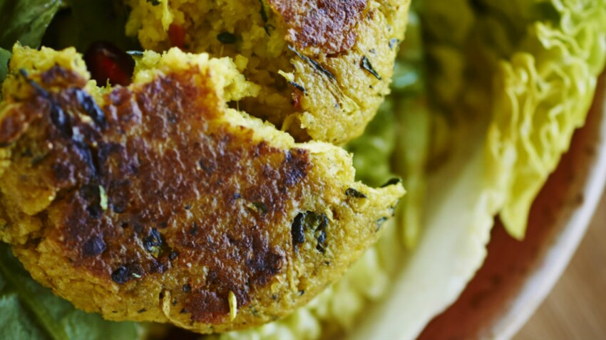 Galette couscous courgettes à la menthe et aux raisins secs