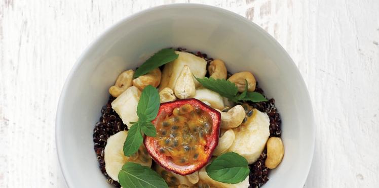 Bol vitaminé : Fruit de la passion, banane, quinoa et noix de cajou