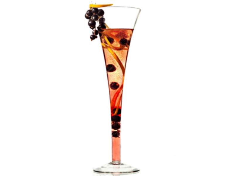 Cocktail cassis champagne et agrumes