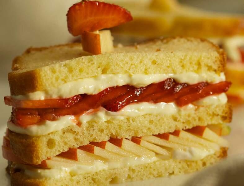 Club sandwich express à la pomme Jazz et fraises