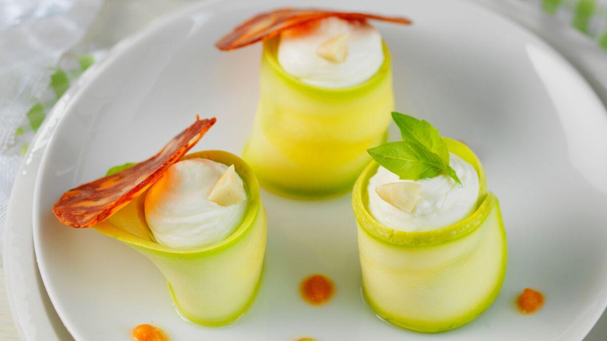 Roulés de courgette au St Môret® , chorizo et pulpe de tomate à l'ail