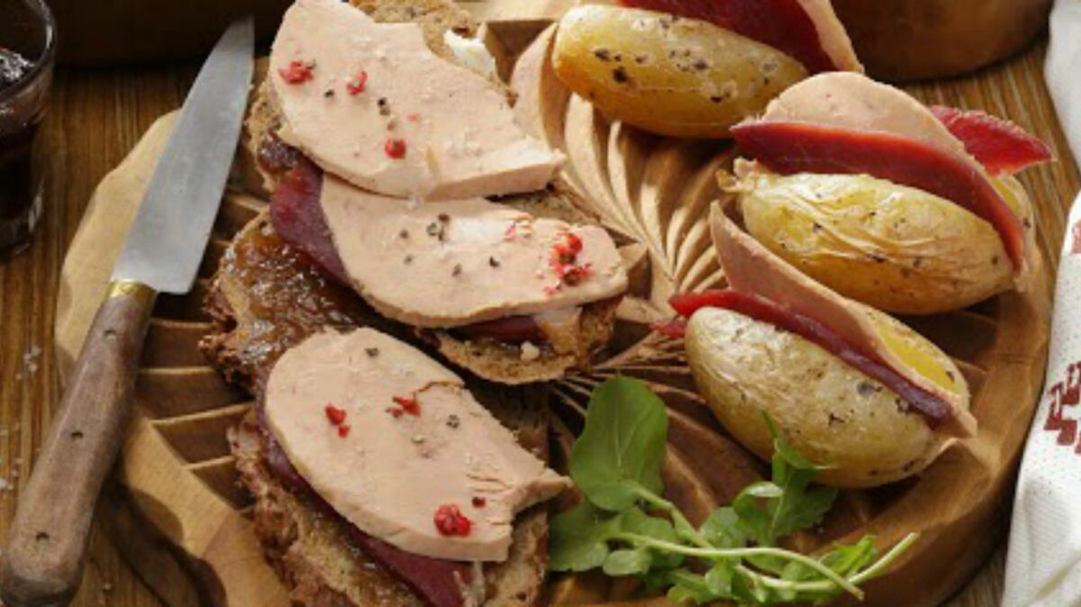 Les pommes de terre en robe des champs au Magret séché et Foie Gras