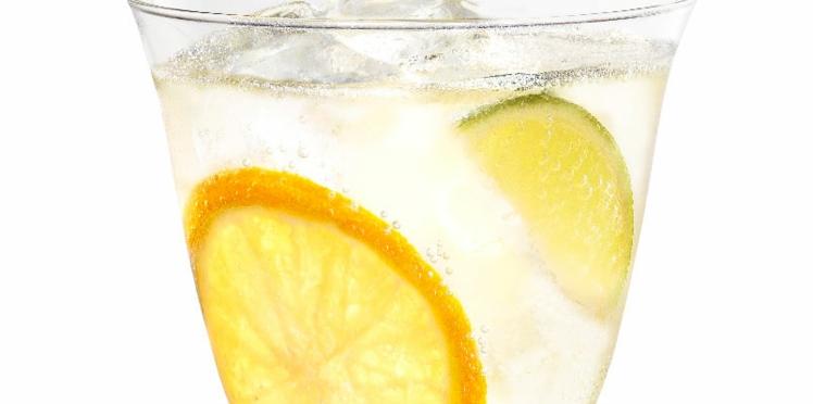 Cocktail Cointreau fizz classique