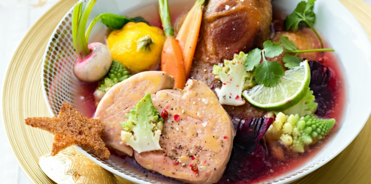 Pot au feu de confit de canard au foie gras, bouillon épicé