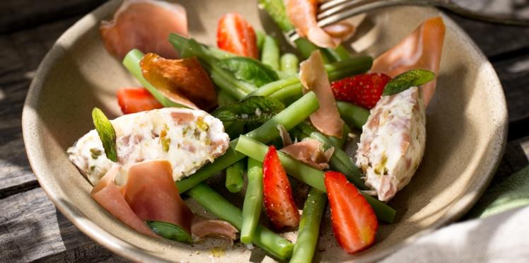 Nougat de chèvre au jambon Consorcio Serrano et salade de haricots verts aux fraises et basilic menthe