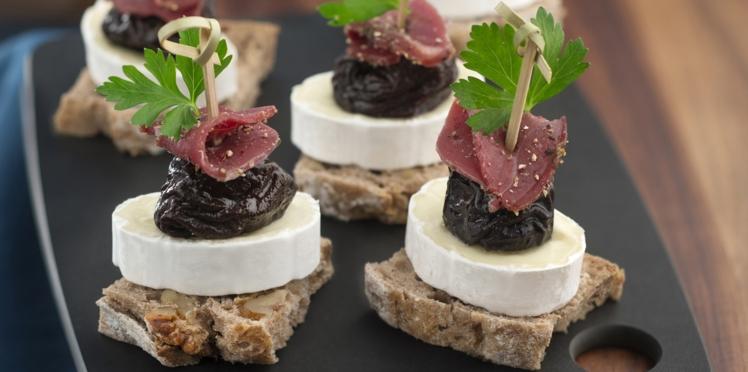 Brochettes pruneaux, magret et fromage En Cas de Caprice