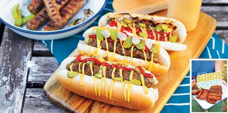 Hot dogs vegan de saucisses rustiques aux herbes