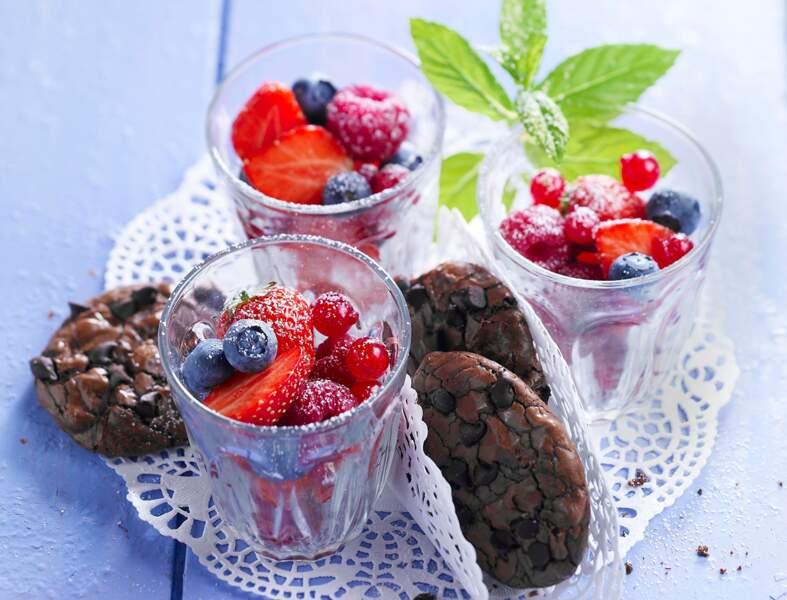 Biscuits au chocolat et fruits rouges
