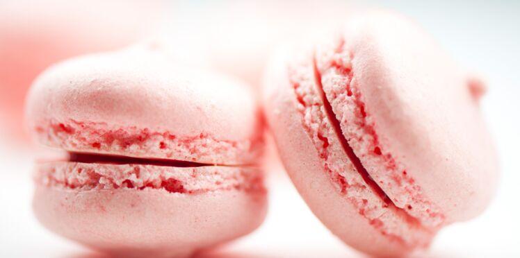 Macarons à la rose et pâte de lait