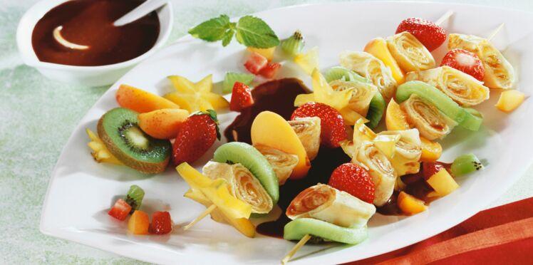 Brochettes de crêpes et fruits