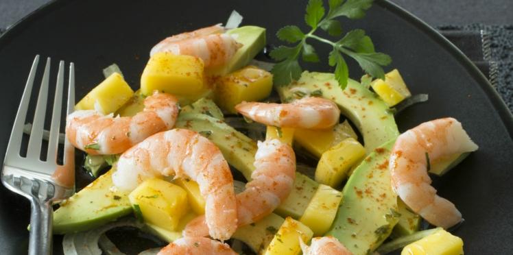 Salade d'avocat, crevettes et mangue