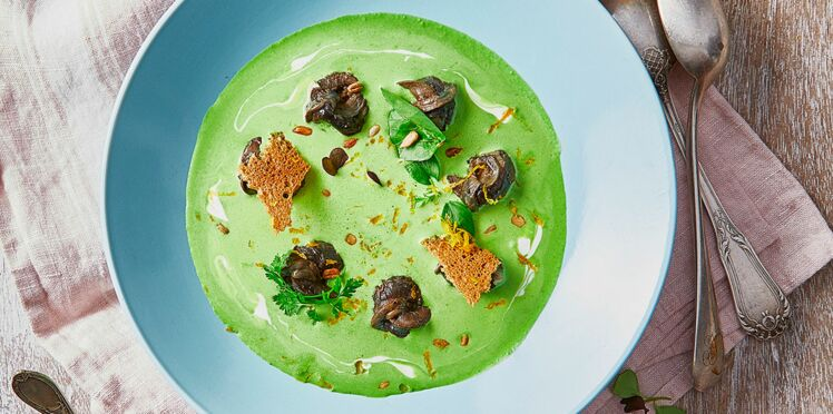 Velouté de cresson, escargots et graines de tournesol grillées