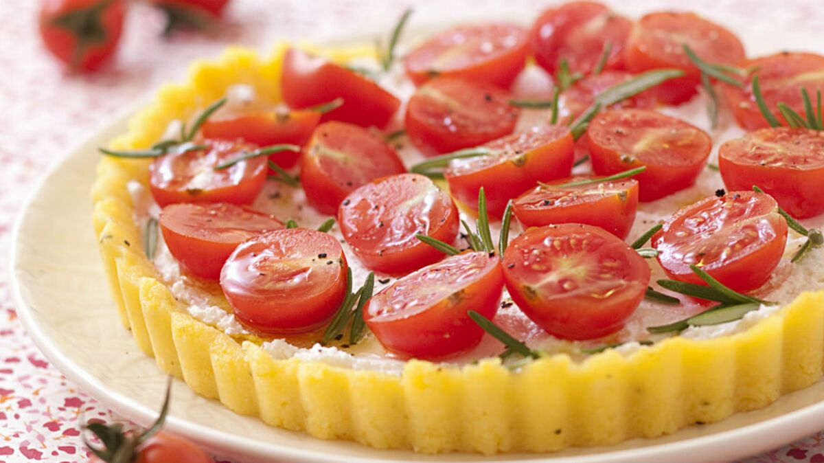 Tarte de polenta au chèvre frais et tomates cerises