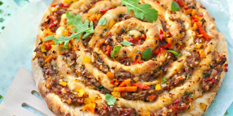Pizza escargot à la saucisse et aux herbes