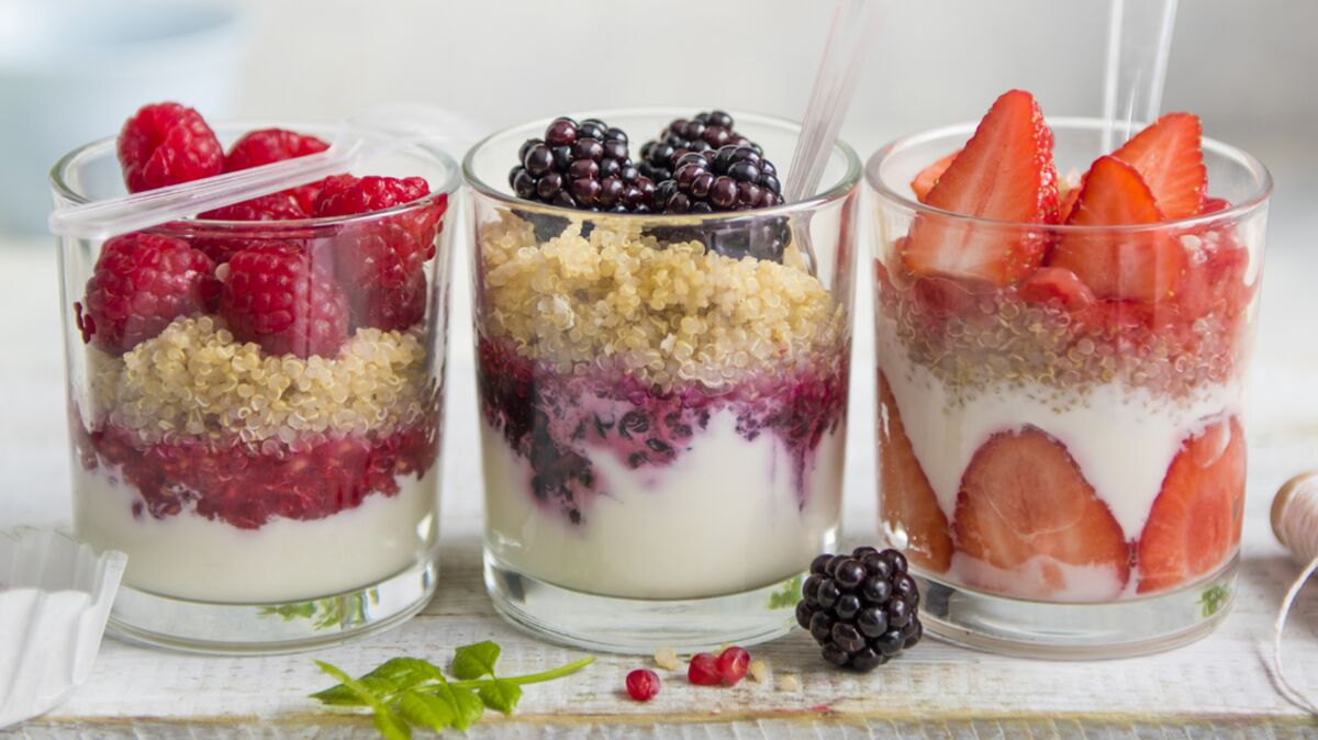 Quinoa, yaourt grec et fruits rouges
