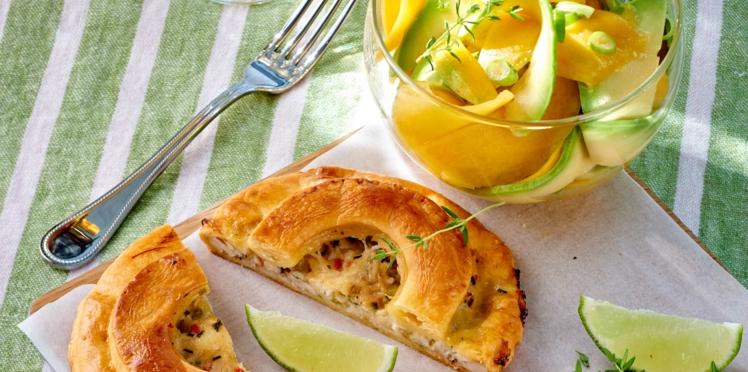Tarte créole au crabe et salade d'avocat et mangue verte