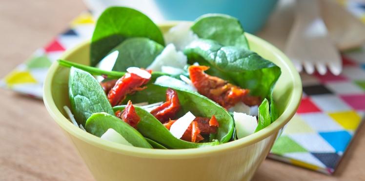 Salade d'épinards et tomates confites
