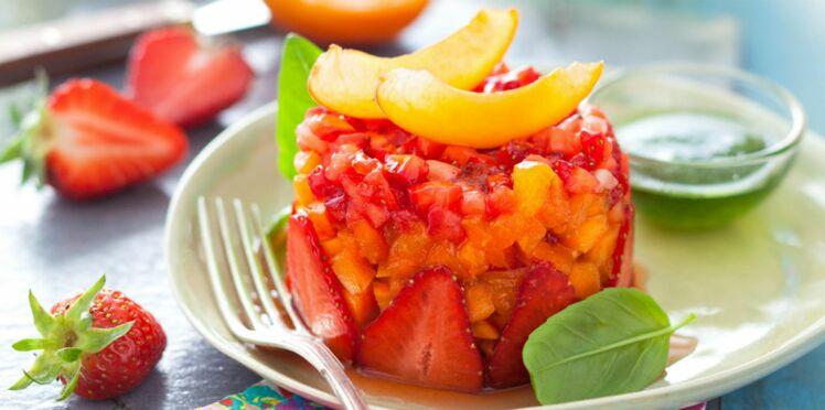 Tartare de fruits d'été, jus au basilic