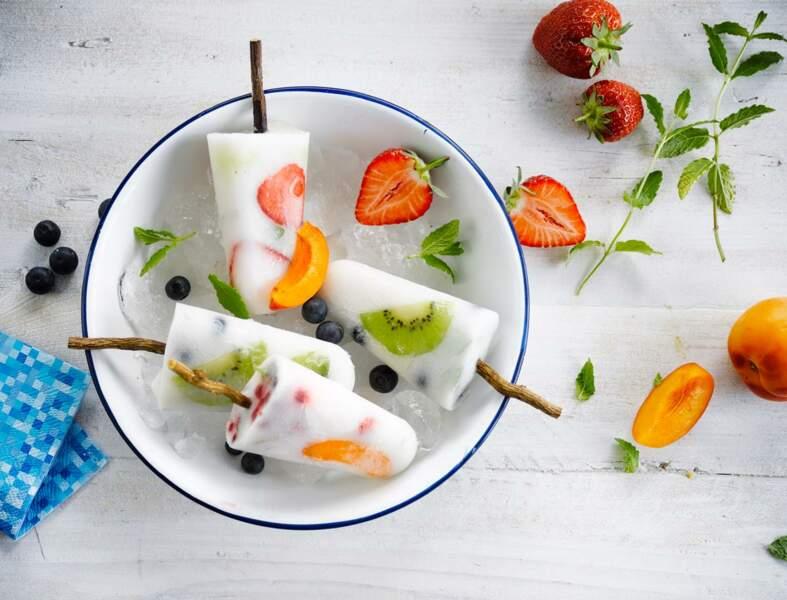 Glace aux fruits, aux herbes et au lait de coco