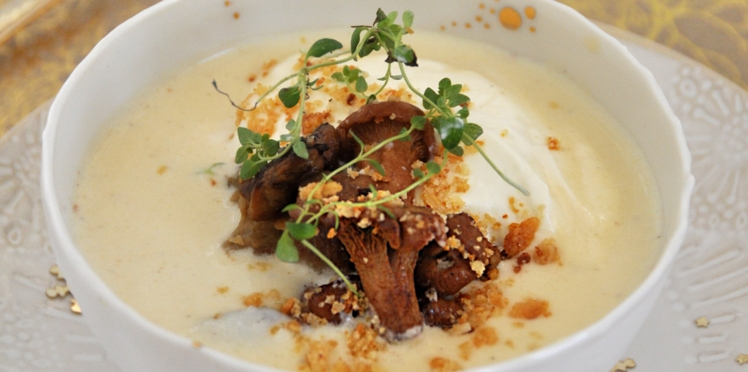 Velouté de parmesan à la crème de calisson et champignons des bois