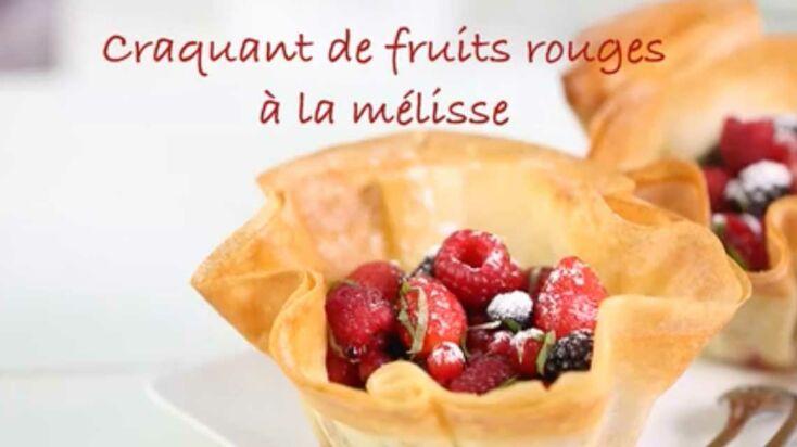 La recette du craquant de fruits rouges à la mélisse en vidéo