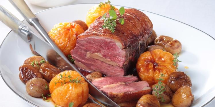 Rôti de magrets au foie gras, clémentines et marrons poêlés