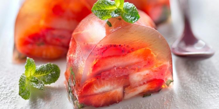 Aspic de fraises à la menthe en gelée de thé vert