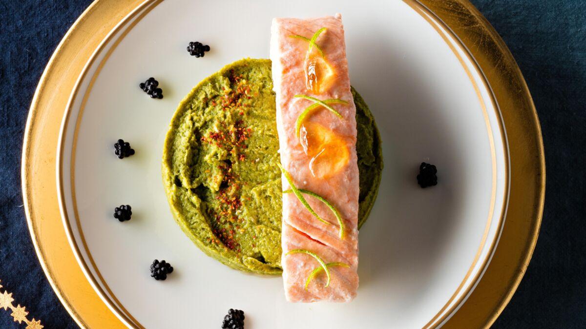 Saumon confit à l'huile d'olive, mousseline de brocolis et gelée de piment d'Espelette