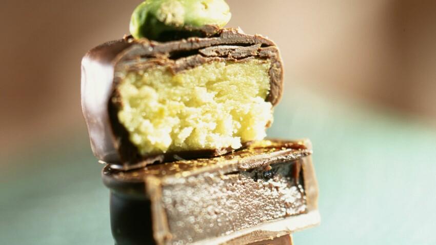 Bouchées de pâte d'amande au chocolat