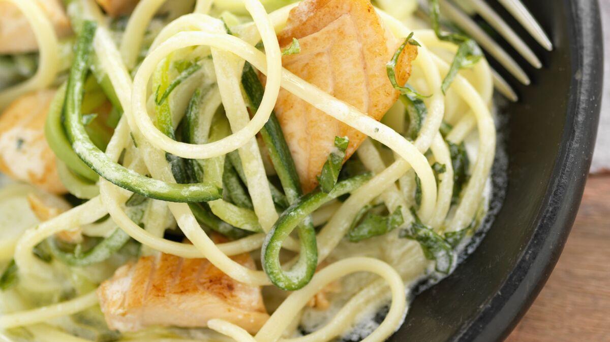 Pâtes au saumon et courgettes