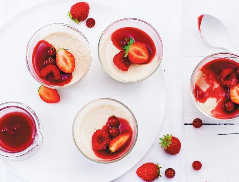 Fruits rouges et panna cotta au lait d'amande
