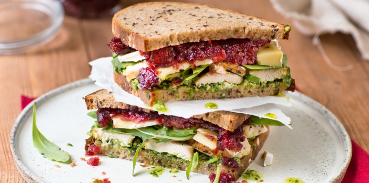 Sandwich au blanc de poulet et chutney de cranberries