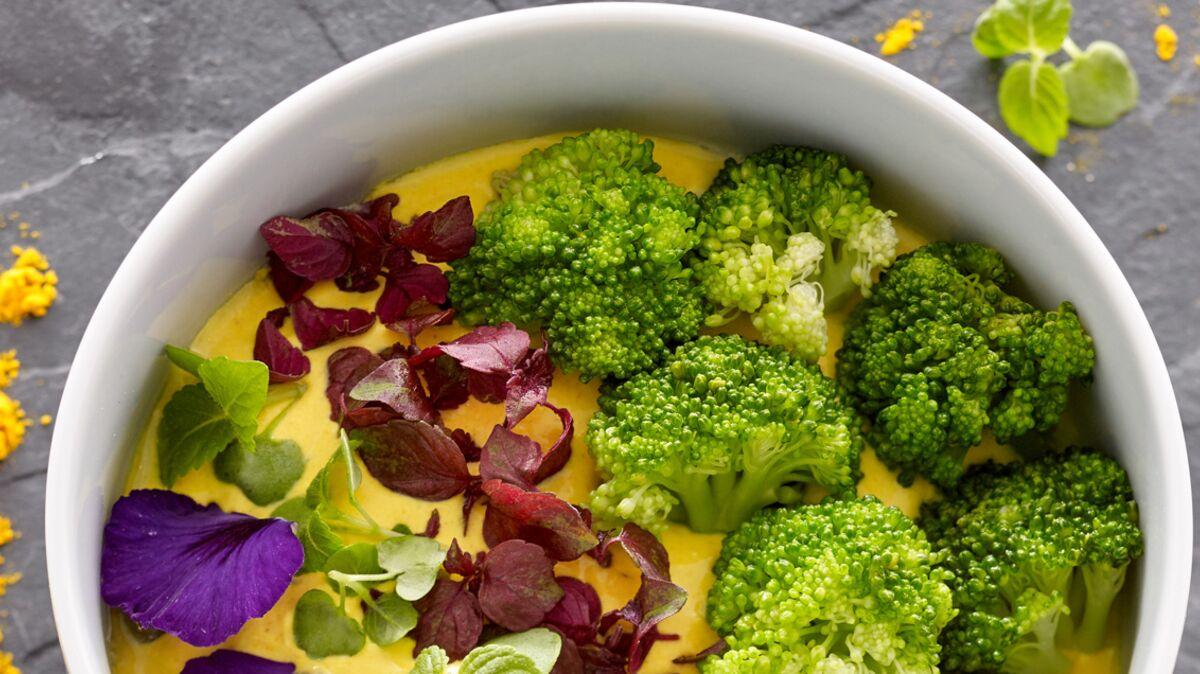 Petit-déjeuner anti-cancer : recette de la faisselle brocolis et curcuma