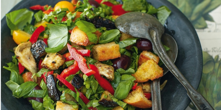 Salade de croûtons au chou noir et aux artichauts