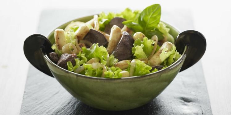 Salade de foies de volaille et mini quenelles